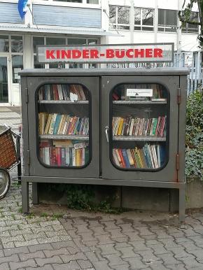 Bücherschrank, Mainz Karmeliterplatz