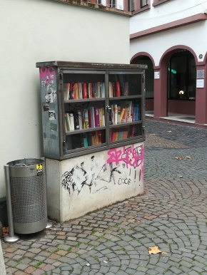 Bücherschrank Altstadt, Kirschgarten/Rochusstraße