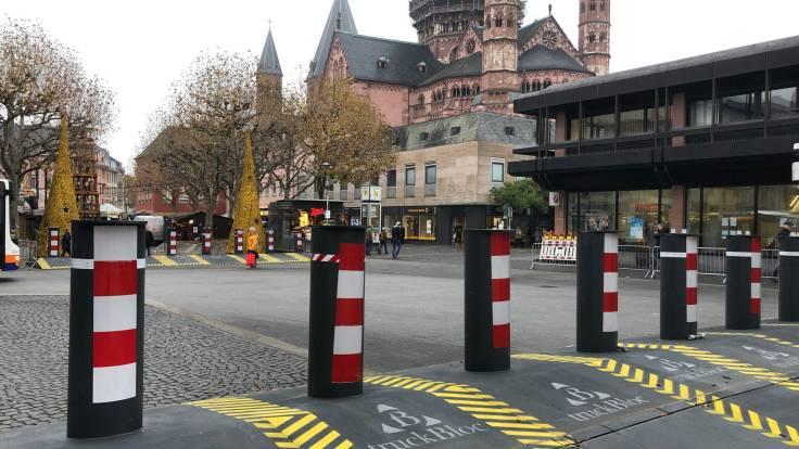 Poller-rund-um-den-Mainzer-Weihnachtsmarkt,1574679945910,poller-weihnachtsmarkt-mainz-100~_v-16x9@2dXL_-77ed5d09bafd4e3cf6a5a0264e5e16ea35f14925